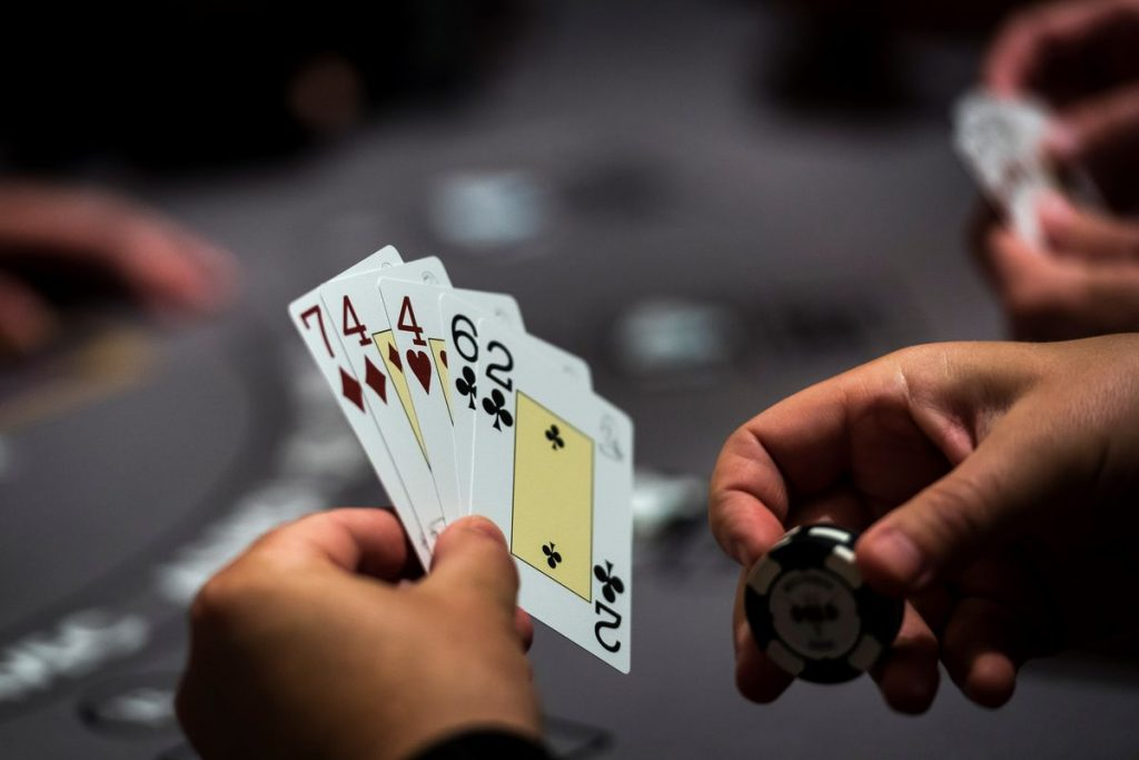 Which One To Choose Poker In Gambling Online Site Or Land Based